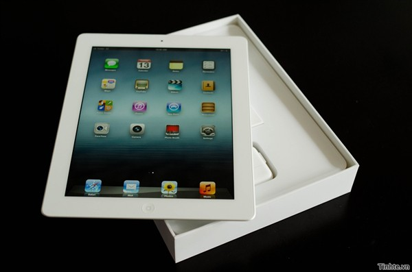 The-New-iPad-unboxing