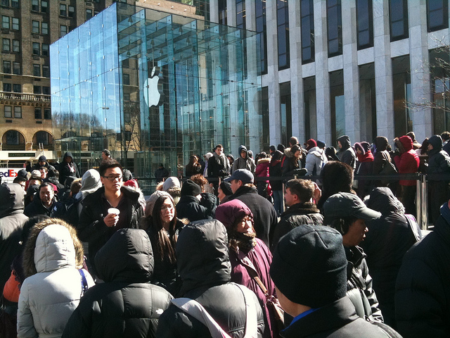 iPhone 6: Apple Fans Start Queuing Outside The Stores
