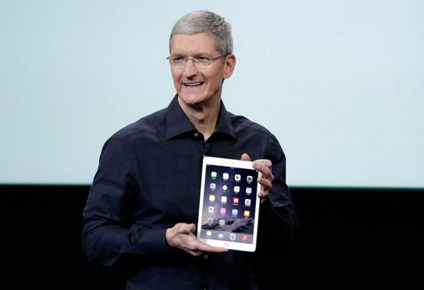Apple-Tim-Cook-iPad-Air-2