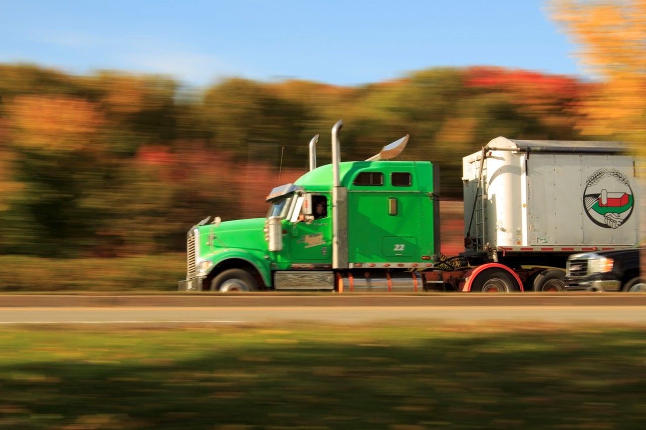 8 Ways to Succeed and Profit with a Trucking Business